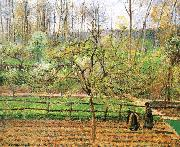 Women in the spring of the fence Camille Pissarro